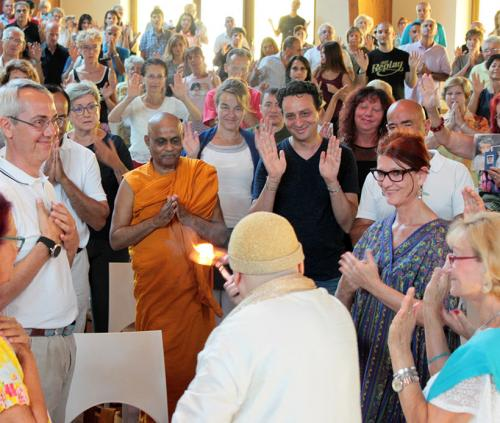 Il Ven. Mandawala Pannawansa al Darshan di Swami Roberto – 27 agosto 2017