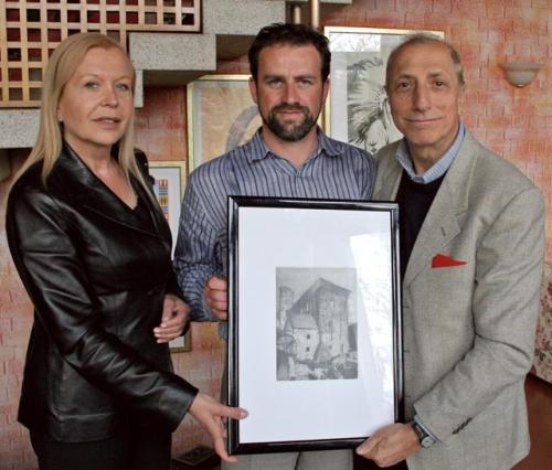Ramia Carlo Bertacche ha donato un suo quadro a Pippo Franco e a sua moglie Piera in occasione di una delle loro visite alla nostra comunità