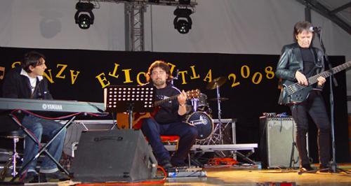 """ramia Paolo e il M° Carlo Gaudiello con Red Canzian alla manifestazione """"Senza Etichetta"""" - Ciriè (TO), 16/5/2008"""