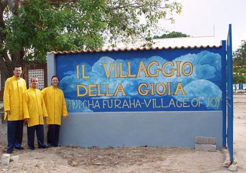 Monaci Ramia in missione al Villaggio della Gioia di P.Fulgenzio Cortesi, missionario passionista - Tanzania, 12/1/2004