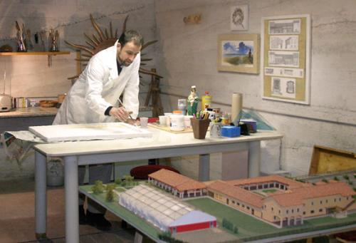 Ramia Carlo, pittore e scultore. In primo piano il suo plastico del nuovo Centro in costruzione.