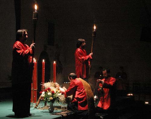 Veglia del S.Natale 2008. A mezzanotte l'Infante di Betlemme viene posto nella mangiatoia.