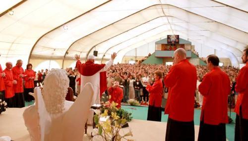 Un momento di preghiera al compleanno di Swami Roberto – Leinì, Venerdì 9 aprile 2010